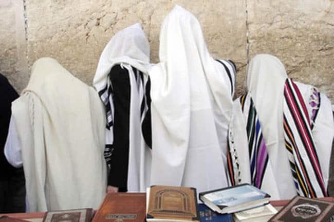 """נענוע בזמן התפילה – הרב דר"""" בן ציון בר עמי שליט""""א"""