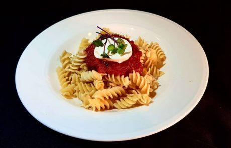פסטה עגבניות וגבינת עיזים – מאת השפית יפית שנבי