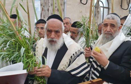 הרב הגאון ר' שלמה מחפוד בהקפות – באדיבות עוזי ברק